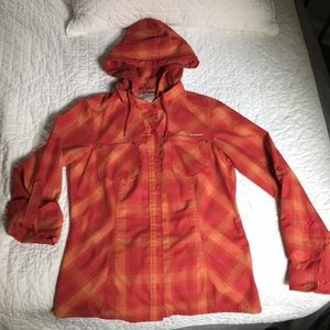 Women's Columbia button up size small